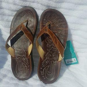 Olukai Paniolo sandals size 8